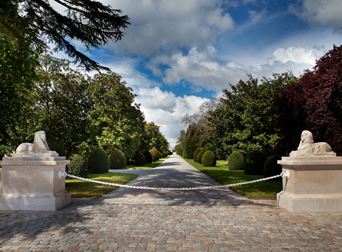 <p>The central pathway of the park, leading to Château Mouton Rothschild.</p>